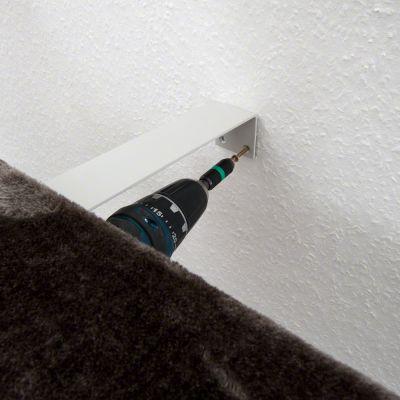 Staffa per il fissaggio a parete del tiragraffi