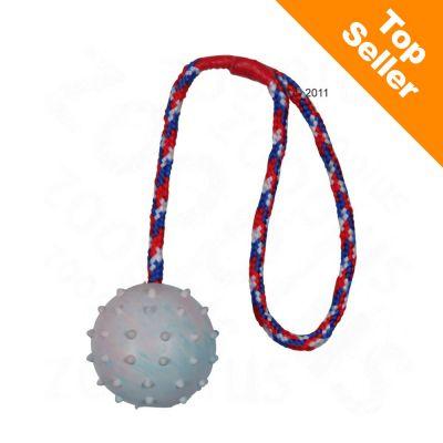 Trixie-kumipallo heittokahvalla - pallon halkaisija 6 cm, köyden pituus 30 cm